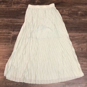 Knit mint color pleated skirt